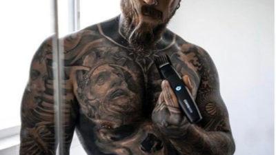 Татуированная гора мышц