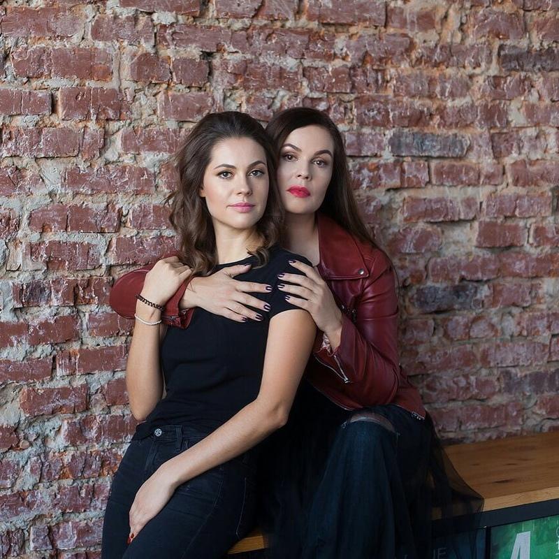 Дочери Екатерины Андреевой 34 года, но они выглядят как ровесницы!