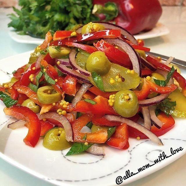 Салат из перца с соленым огурцом