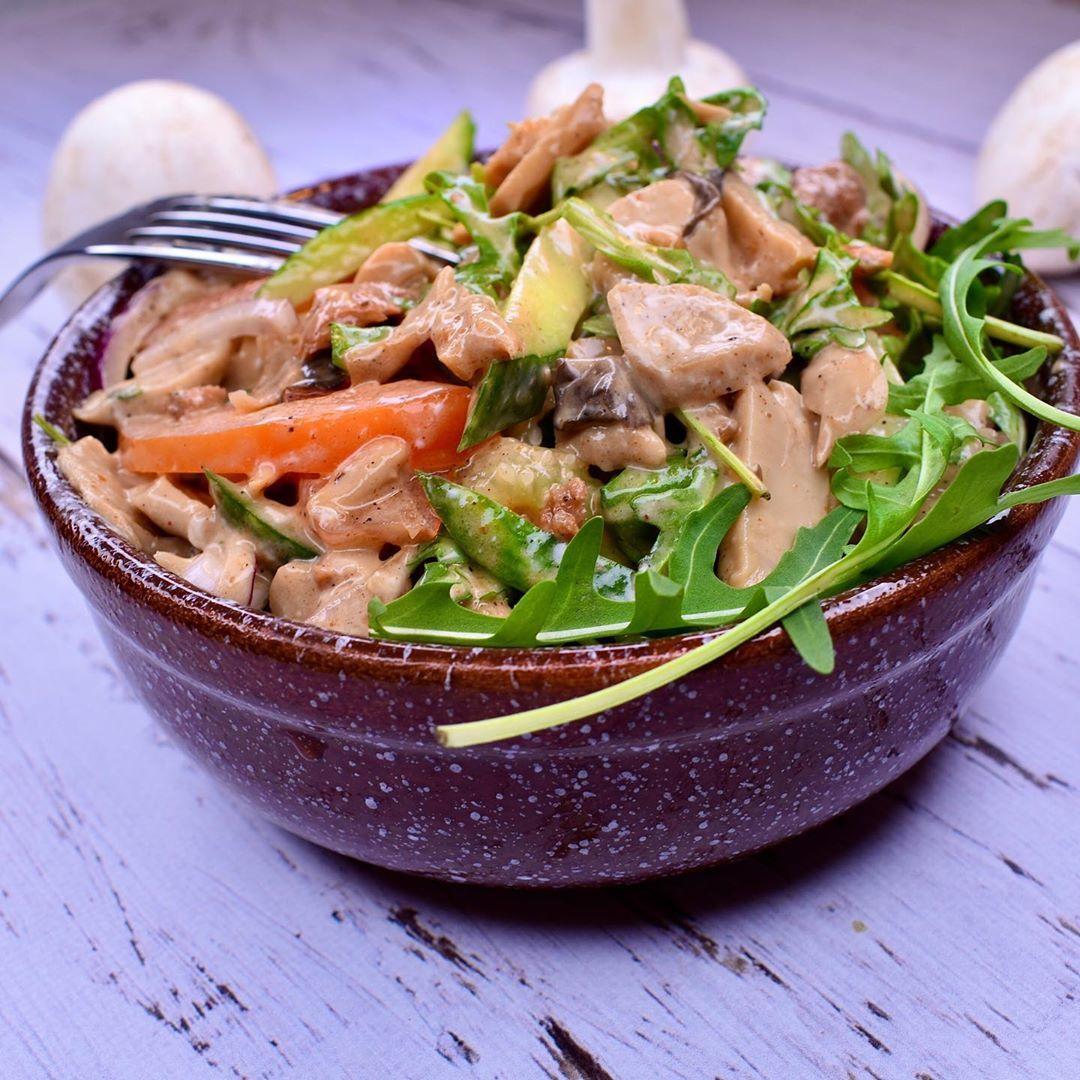 Салат с соевым мясом