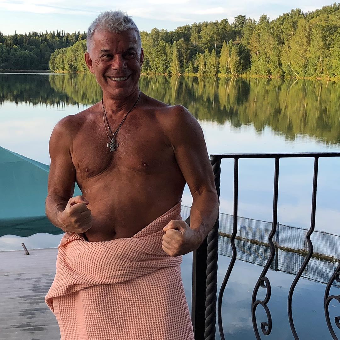 68-летний Газманов похвалился спортивной фигурой на Мальдивах