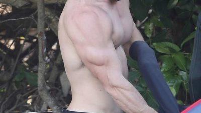 Красавчик Крис Хемсворт держит себя в отличной форме