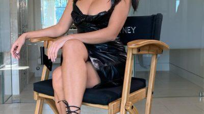 Кортни Кардашьян, которая в свои 40 лет выглядит потрясающе