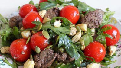Салат с куриной печенью и орехами