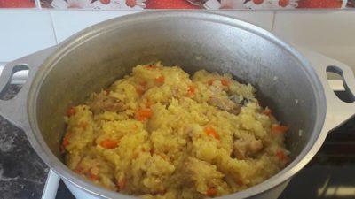 Плов с курицей или рисовая каша с мясом
