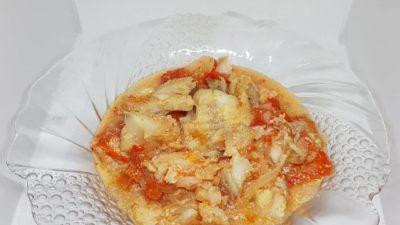 Минтай с овощами в сливочно-соевом соусе