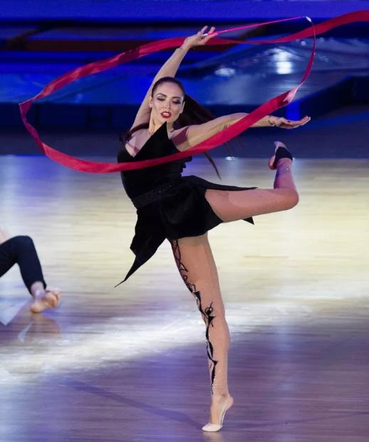 Ляйсан Утяшева — российская гимнастка, жена и мама двоих детей, выглядит просто шикарно в свои 34