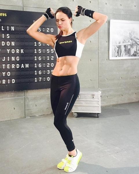 Настя Самбурская одна из самых спортивных актрис России