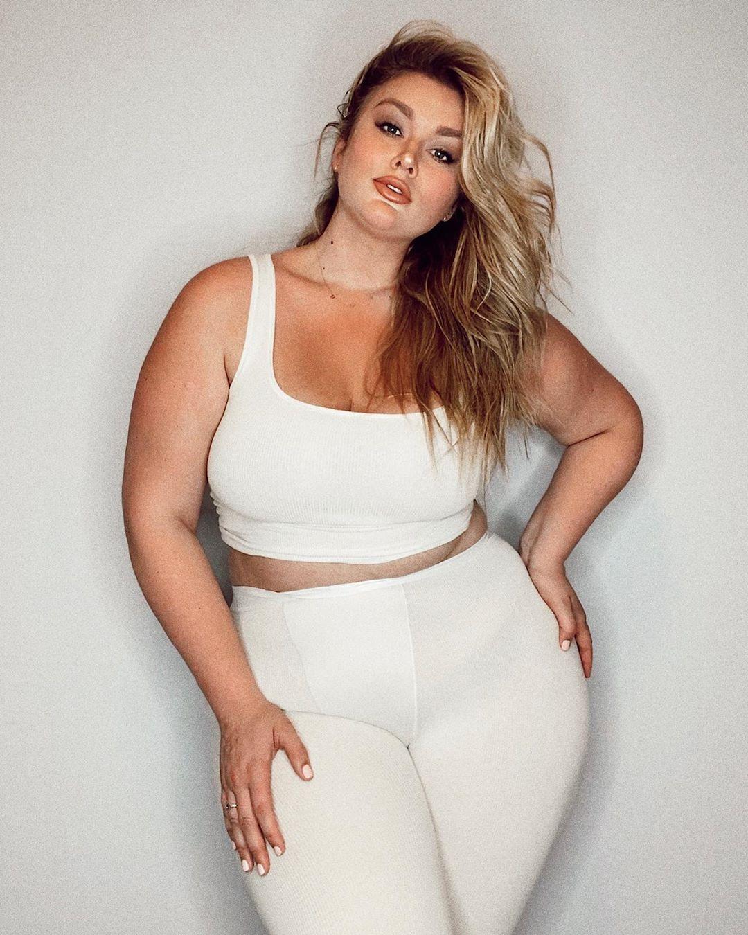 23-летняя модель Хантер Макгрейди, которая весит 108 кг и считает, что красота — это не размер  Что думаете?