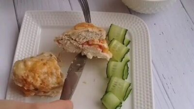 Нежное куриное филе с помидорами и сыром в сметанном соусе