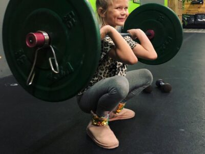 7-летняя девочка, которая тренируется вместе с мамой и поднимает 43 кг