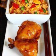 Глазированные куриные голени и жареный рис с яйцом