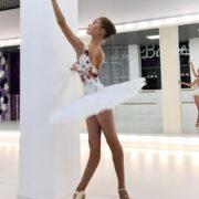 13-летняя балерина поразила всех своей гибкостью и чувством равновесия