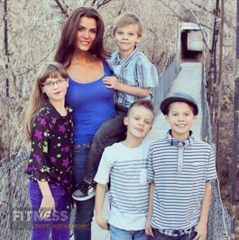 Мать четверых детей, работающая учителем, подверглась травле из-за фото в Instagram