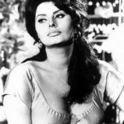 Софи Лорен ,1965 год: «Я предпочитаю есть макароны и пить вино, а не нулевой размер» — слова настоящей итальянки