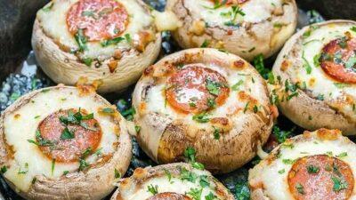 Шaмпиньoны - пиццa.
